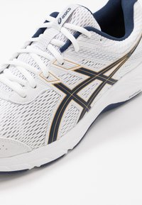 ASICS - GEL-CONTEND 6 - Neutral running shoes - white/peacoat - 5