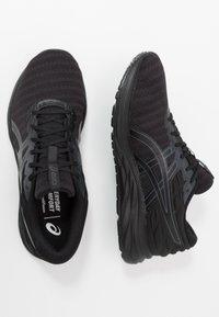 ASICS - GEL-EXCITE 7 TWIST - Obuwie do biegania treningowe - black - 1