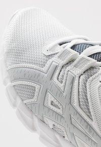 ASICS - GEL-QUANTUM 90 2 - Nøytrale løpesko - white/piedmont grey - 5