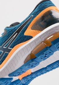 ASICS - GT-1000 9 - Stabilní běžecké boty - electric blue/black - 5