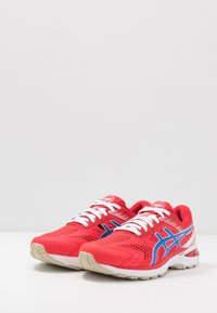 ASICS - GT-2000 8 RETRO TOKYO - Stabilty running shoes - classic red/electric blue - 2