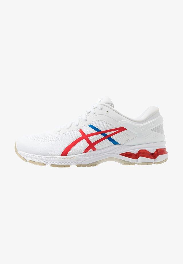 GEL-KAYANO 26 - RETRO TOKYO - Stabilní běžecké boty - white/classic red