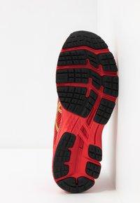 ASICS - GEL-KAYANO 26 - LUCKY - Stabilní běžecké boty - classic red/pure gold - 4
