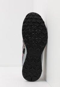 ASICS - TRAIL SCOUT - Trail running shoes - metropolis/shocking orange - 4