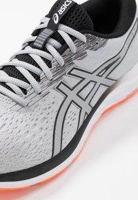 ASICS - GEL-EXCITE 7 - Obuwie do biegania treningowe - piedmont grey/black - 5