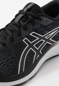 ASICS - GEL-EXCITE 7 - Neutral running shoes - black/white - 5