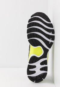 ASICS - GEL-NIMBUS 22 - Neutral running shoes - piedmont grey/black - 4