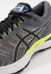 ASICS - GEL-NIMBUS 22 - Neutral running shoes - piedmont grey/black - 5