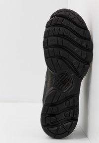 ASICS - GEL-NIMBUS 22 - Zapatillas de running neutras - black - 4