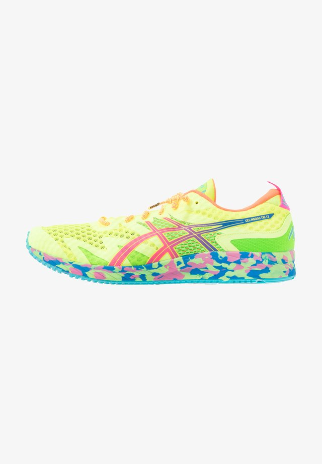 GEL-NOOSA TRI 12 - Zapatillas de competición - safety yellow/hot pink