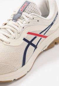 ASICS - GEL-PULSE 11 MX RETRO TOKYO - Neutral running shoes - birch/peacoat - 5