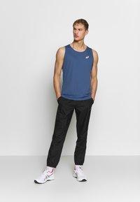 ASICS - SINGLET - Camiseta de deporte - grand shark - 1