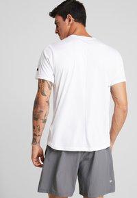 ASICS - PRACTICE  - T-shirt med print - brilliant white - 2