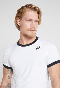 ASICS - CLUB - T-shirt med print - brilliant white - 4