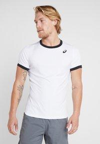 ASICS - CLUB - T-shirt med print - brilliant white - 0