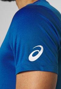 ASICS - KANJI - Print T-shirt - blue - 5