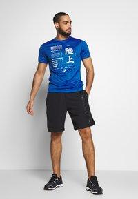 ASICS - KANJI - Print T-shirt - blue - 1