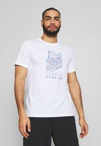 ASICS - RUNNING GRAPHIC TEE - Print T-shirt - brilliant white - 0