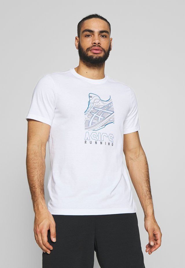 RUNNING GRAPHIC TEE - Camiseta estampada - brilliant white