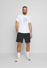 ASICS - RUNNING GRAPHIC TEE - Print T-shirt - brilliant white - 1