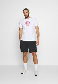 ASICS - TOKYO GRAPHIC JAPAN TEE - T-shirt med print - brilliant white - 1