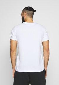 ASICS - TOKYO GRAPHIC JAPAN TEE - T-shirt med print - brilliant white - 2