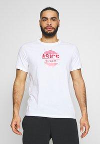 ASICS - TOKYO GRAPHIC JAPAN TEE - T-shirt med print - brilliant white - 0