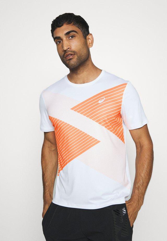 TOKYO - T-shirt z nadrukiem - brilliant white/orange pop