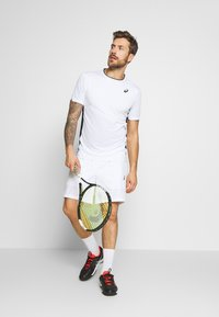 ASICS - CLUB TEE - Triko s potiskem - brilliant white - 1