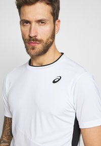 ASICS - CLUB TEE - Triko s potiskem - brilliant white - 4