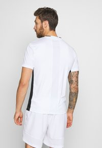 ASICS - CLUB TEE - Triko s potiskem - brilliant white - 2