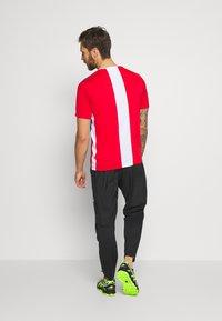 ASICS - CLUB TEE - Print T-shirt - electric blue/classic red - 2
