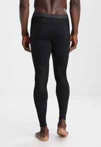ASICS - BASELAYER LONG  - Leggings - performance black - 4