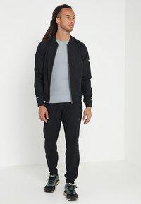ASICS - PANT - Teplákové kalhoty - performance black - 1