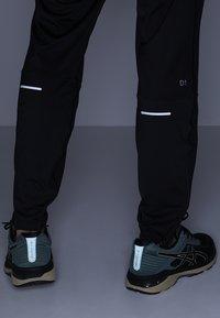 ASICS - PANT - Teplákové kalhoty - performance black - 5