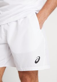 ASICS - CLUB SHORTS - Träningsshorts - brilliant white - 5