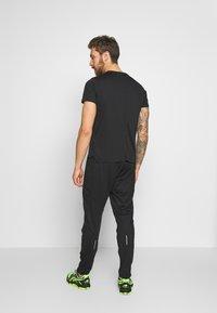 ASICS - RACE PANT - Teplákové kalhoty - performance black - 2