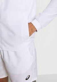 ASICS - CLUB JACKET - Sportovní bunda - brilliant white - 4