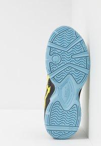ASICS - GEL-BLAST 7 - Handball shoes - black/sour yuzu - 4