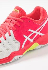 ASICS - GEL-RESOLUTION 7 - Tenisové boty na všechny povrchy - white/laser pink - 2