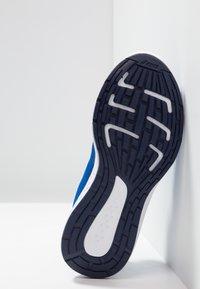 ASICS - PATRIOT 10 - Chaussures de running neutres - imperial/white - 5