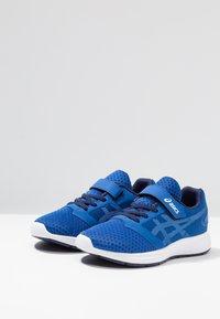 ASICS - PATRIOT 10 - Chaussures de running neutres - imperial/white - 3