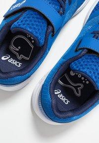 ASICS - PATRIOT 10 - Chaussures de running neutres - imperial/white - 6