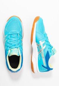 ASICS - UPCOURT 3 - Tenisové boty na všechny povrchy - aquarium/pure silver - 0