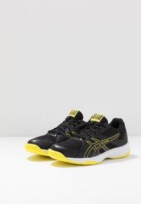 ASICS - UPCOURT 3 - Tennisschoenen voor alle ondergronden - black/sour yuzu - 2
