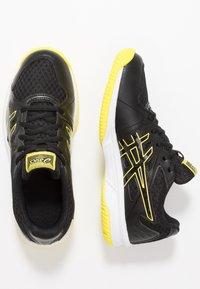 ASICS - UPCOURT 3 - Tennisschoenen voor alle ondergronden - black/sour yuzu - 1