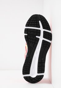 ASICS - CONTEND 5 - Chaussures de running neutres - laser pink/sour yuzu - 4
