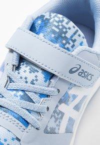 ASICS - PATRIOT 10 - Neutral running shoes - mist/white - 2