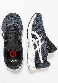 ASICS - HYPERGEL - Neutrální běžecké boty - black/white - 0