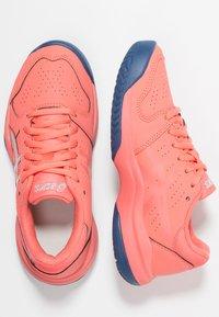 ASICS - GEL-GAME - Tenisové boty na antuku - papaya/silver - 0